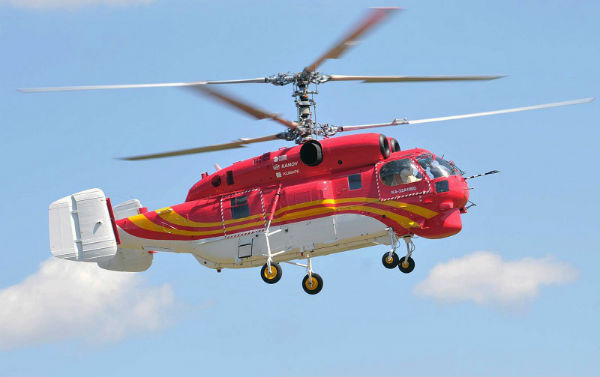 Elicottero Ka 32 : Ka helicopter rescues passengers from ship trapped in